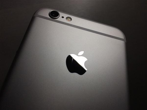 【中古】【安心保証】 au iPhone6s[128G] シルバー SIMロック解除済