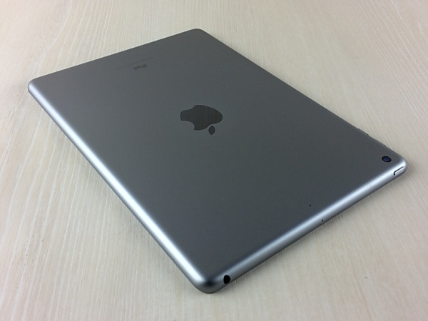 【中古】【安心保証】 9.7iPad 6[WiFi128G] グレイ