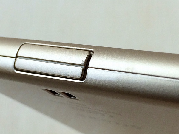 【中古】【安心保証】 SIMフリー ARROWS RM02 ゴールド