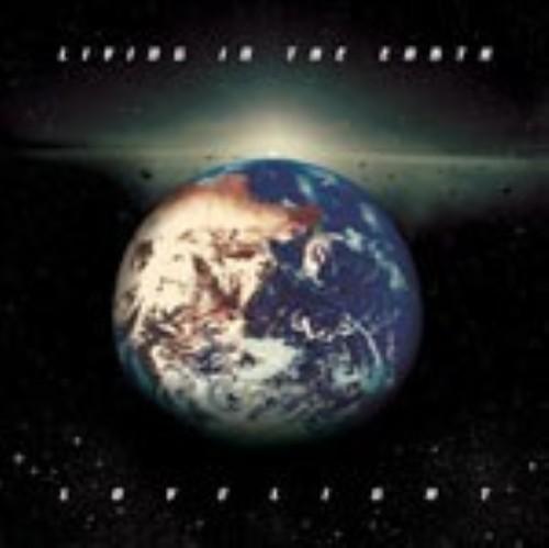 【中古】LIVING IN THE EARTH/LOVELIGHT